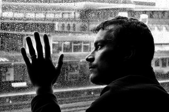 会明心理:家人患有抑郁症如何帮助其走出困境