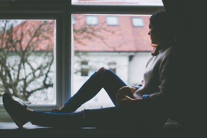 北京心理咨询中心:抑郁了怎么办?你可以这样做。现在生活的压力越来越大,我们承受的压力越来越多,因为生活和工作上的压力。很多人慢慢都患上了抑郁症。抑郁症前期可能并没有什么严重的后果,只是心情抑郁,但是随着抑郁的堆积,抑郁症也会越来越严重。现在很多的自杀都是因为抑郁导致的。    那么我们面对抑郁应该怎么办?    1、选择一项自己喜欢并可以坚持下去的运动,并坚持下去    运动除了能保持良好的心情外,还能提高身体抵抗力,增强我们的韧性,久而久之,我们就会变得更加积极阳光,人一旦阳光起来,也就能持续地关注某些
